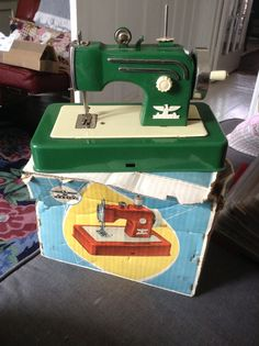 Green Cassige childs sewing machine, I love green ! - made by mim