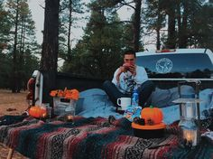 He surprised me with a truck bed date in the woods! hot chocolate, candles, blankets, music, and lots of cuddles. Bowling, Romantic Dates, Romantic Ideas, Truck Bed Date, Truck Bed Camping, Camping Date, Family Camping, Camping Ideas, Mini Golf