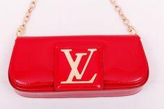 Клатч Louis Vuitton Sobe Clutch красная лаковая кожа !! Последняя распродажа модели !! Продаётся с большой скидкой !! !! Отличное качество и низкая цена !!