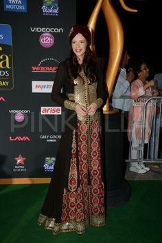 Sidharth Malhotra & Kalki Koechlin at IIFA Magic of the Movies Kalki Koechlin, Indian Fashion, Womens Fashion, Medieval Costume, Ethnic Dress, Anarkali Suits, Indian Dresses, Desi, Style Inspiration