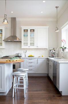 Apartment Kitchen Design. Great apartment kitchen design. Modern kitchen design for apartment and small spaces. #Kitchen #SmallKitchen #ApartmentKitchen