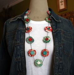 yoyo necklace... I need to make some of these.