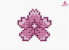 22 Creazioni in Pyssla: schemi gratis per le perline da stirare Easy Perler Bead Patterns, Perler Bead Templates, Perler Bead Art, Perler Beads, Beaded Cross Stitch, Simple Cross Stitch, Pixel Art Fleur, Pearl Beads Pattern, Baby Cross Stitch Patterns