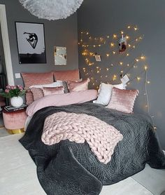 Girl Room Decor Ideas - How do you clean your room fast? Girl Room Decor Ideas - What do you buy a teenage girl? Cute Bedroom Ideas, Room Ideas Bedroom, Bedroom Decor, Design Bedroom, Bedroom Interiors, Bedroom Furniture, Bedroom Bed, Girls Bedroom, Bedroom Simple