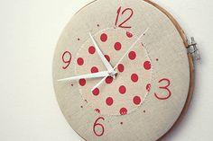 Framegroup / Get Lucky! ručne vyšívané nástenné hodiny