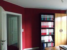 Ob klassisch einfarbig, großzügig floral gemustert oder modisch im Retrodesign: Tapeten tragen entscheidend zu einem angenehmen Raumambiente bei.