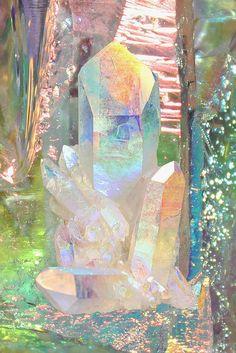 Angel Aura Quartz, So beautiful😍I love quartz crystals, there so magical✨ Minerals And Gemstones, Rocks And Minerals, Feng Shui Art, Crystal Aesthetic, Angel Aura Quartz, Crystal Magic, Crystal Cluster, Beautiful Rocks, Mineral Stone