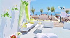 Located right on Kamari beach, Sunrise Studios feature spacious and modernly decorated accommodation. Kamari Santorini, Kamari Beach, Studios, Greek Islands, Outdoor Furniture, Outdoor Decor, Sun Lounger, Greece, Sunrise
