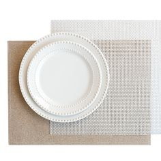 Create a simple yet festive table setting by pairing elegant white plates with sparkly placemats. Shop hometrends now at http://www.walmart.ca/en/hometrends/N-1019673 | #walmart #hometrends