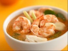 Tom Yam or Thai Prawn Soup is a popular Thai soup dish. It consists of shrimps with lemon, fish sauce and some herbs and spices. Spicy Thai Soup, Thai Tom Yum Soup, Spicy Shrimp, Pepper Shrimp, Thai Recipes, Asian Recipes, Soup Recipes, Thai Food Dishes, Prawn Soup
