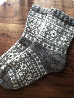 KeikoRavelry's Bicolor socks - Ravelry: KeikoRavelry's Bicolor socks The Effective Pictures We Offer You About anello magico unc - Crochet Socks, Knitted Slippers, Wool Socks, Diy Crochet, Knitted Hats, Sweater Knitting Patterns, Knitting Socks, Knit Patterns, Hand Knitting