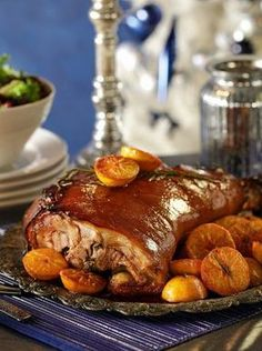 Χοιρινό στο φούρνο μαριναρισμένο με χυμό από ρόδι και πετιμέζι - www.olivemagazine.gr Greek Recipes, Meat Recipes, Baking Recipes, Dessert Recipes, Healthy Recipes, Xmas Food, Christmas Cooking, Christmas Recipes, Deserts