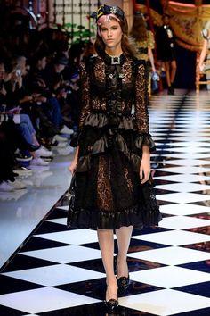 Dolce & Gabbana Fall 2016 Ready-to-Wear Fashion Show - Antonina Petkovic