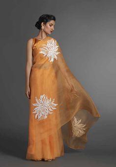 ORGANZA SAREE WITH WHITE MOTIVE PLACEMENTS Saree Blouse Neck Designs, Saree Blouse Patterns, Indian Designer Outfits, Indian Outfits, Indian Dresses, Organza Saree, Silk Sarees, Organza Flowers, Georgette Sarees