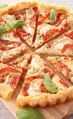 Tomato and goat cheese tart - Tomates - Salad Recipes Healthy Easy Smoothie Recipes, Easy Smoothies, Healthy Salad Recipes, Healthy Snacks, Healthy Smoothie, Pizza Recipes, Snack Recipes, Quiche Recipes, Cheese Tarts