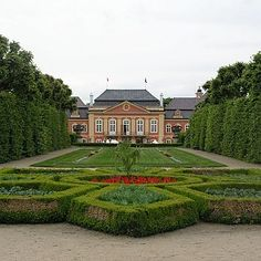 The present appearance of the castle dates from 1745 to when Henry Paul Mansfeld made rococo reconstruction. Up to 2 World War it was… Czech Republic, Spain, Mansions, House Styles, Places, Manor Houses, Sevilla Spain, Villas, Mansion