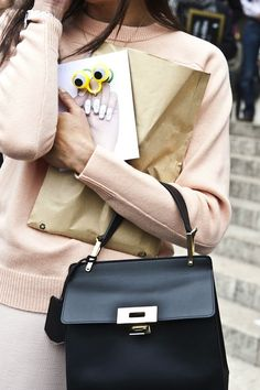 Fashion Week Street Style: The Best Bags from the Spring 2014 Shows - theFashionSpot Balenciaga Le Dix, Street Style Shoes, Best Bags, Cute Purses, My Bags, Daily Fashion, Fashion Bags, Stella Mccartney, Fashion Accessories