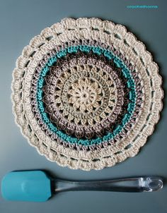 Great for a trivet or potholder. Great to add to a housewarming gift basket or going to college gift basket! Great for a trivet or potholder. Great to add to a housewarming gift basket or going to college gift basket! Crochet Diy, Crochet Round, Crochet Home, Love Crochet, Crochet Crafts, Crochet Projects, Crochet Mandala Pattern, Crochet Circles, Crochet Squares