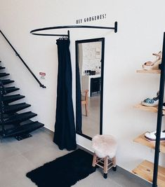 Clothing Boutique Interior, Clothing Store Design, Boutique Interior Design, Boutique Decor, Schönheitssalon Design, Sewing Room Design, Store Layout, Retail Store Design, Store Interiors