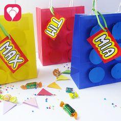 Lego ist ein tolles Motto für jeden Kindergeburtstag! Wir zeigen Dir, wie Du tolle Lego Geschenktüten mit wenigen Mitteln basteln kannst.