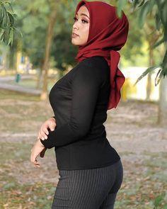 Malay Pretty di Instagram Arab Girls Hijab, Girl Hijab, Beautiful Muslim Women, Beautiful Hijab, Sexy Asian Girls, Beautiful Asian Girls, Hot Girls, Muslim Women Fashion, Muslim Beauty