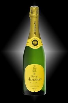 Saumur blanc. ROYAL Ackerman, Cuvée Privée - Chenin, Chardonnay et Cabernet franc - Its pear and linden notes, as well as its mineral expression on the finish, combine to produce a highly expressive wine. 24 months on its lees.