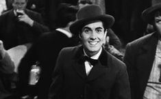 Dion (Tyrone Power) In Old Chicago waving at Belle (Alice Faye) on stage Old Hollywood Stars, Classic Hollywood, Cary Grant Randolph Scott, Alice Faye, Norma Shearer, Tyrone Power, Great Movies, Stage, Chicago