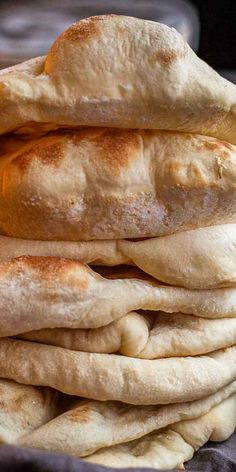 The ultimate homemade pita bread recipe that are so easy to make at home. Soft and airy pita bread great for anything. #letthebakingbegin #bread #pitabread #pita #pitabreadrecipe #breadrecipe Side Dish Recipes, Easy Bread Recipes, Meat Recipes, Mexican Food Recipes, Recipies, Cooking Recipes, Homemade Pita Bread, Appetizer Recipes, Dessert Recipes