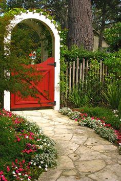 15 Best Garden Gates - Ideas for Beautiful Garden Gates #beautifulgardening