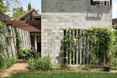 In contrast to the traditional Queenslander, masonry work embeds the house into the landscape.