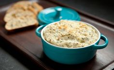 Epicure's Hot Artichoke Dip - A perfect dip or spread for bread and crackers. Epicure Recipes, Tapas Recipes, Quick Dinner Recipes, Appetizer Recipes, Menu Tapas, Hot Artichoke Dip, Four Micro Onde, Gluten Free Menu, Quick Appetizers