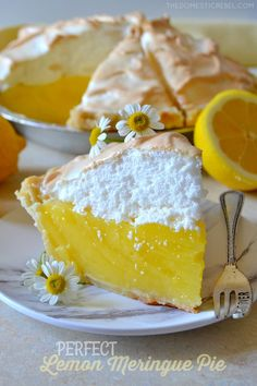 This Perfect Lemon Meringue Pie is one of my new favorites because of how EASY and beautiful it is! A homemade, tart and sweet lemon custard, a flaky pie crust and a mile-high sweetened, fluffy meringue complete this tasty pie. Lemon Desserts, Köstliche Desserts, Delicious Desserts, Dessert Recipes, Lemon Recipes Baking, Meringue Desserts, Dinner Recipes, Breakfast Recipes, Best Lemon Meringue Pie