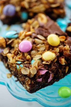 Thick, fudgy, and topped with oatmeal and Easter m&m candies! These Easter brownies are so simple and tasty! Easy Easter Recipes, Fun Baking Recipes, Spring Recipes, Holiday Recipes, Homemade Brownies, Fudgy Brownies, Easy Desserts, Dessert Recipes, Brownie Ingredients
