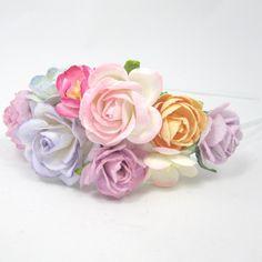 Blomsterhårbøjle med blomster i lyserød, lilla og peach