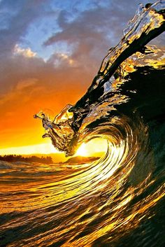 "Fotografía | Photography | Colour | My Favourite Pictures | 0ce4n-g0d: "" King Kamehameha by Clark Little """