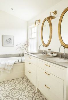 Beautiful Farmhouse Bathroom Design and Decor Ideas You Will Go Crazy For Tags: Small bathroom ideas Small bathroom remodel Master bathroom ideas Shower ideas bathroom Guest bathroom Master bathroom remodel Gold Bathroom, Bathroom Renos, Master Bathroom, Bathroom Ideas, Modern Bathroom, Bathroom Mirrors, Bathroom Fixtures, Small Bathroom, Bathroom Towels