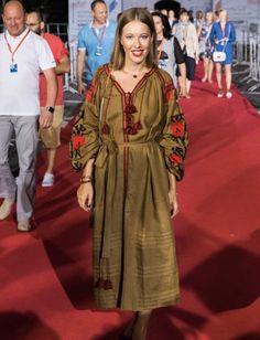 Ксения Собчак щегольнула на кинофестивале в Сочи украинской вышиванкой