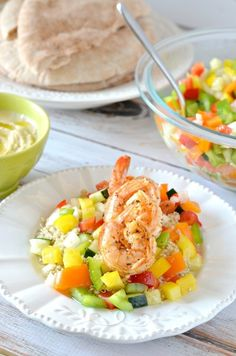 Shrimp and Israeli Pepper Salad with Pita Bread, a healthy mediterranean meal. Tomato Salad Recipes, Greek Salad Recipes, Best Salad Recipes, Kebab Recipes, Vegetable Recipes, Dog Food Recipes, Cooking Recipes, Healthy Recipes, Atkins Recipes