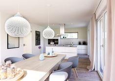 Treffpunkt der Familie: Die offene Küche mit einem großzügigen Essbereich im Architektenhaus Vero.