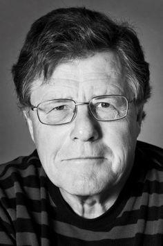 Jens Engberg er professor emeritus og forfatter til et utal af bøger om dansk historie og kulturhistorie, senest det anmelderroste og prisbelønnede trebindsværk Magten og kulturen (2005), Den standhaftige tinsoldat om Frederik 6. (2009) og Det daglige brød (2011).