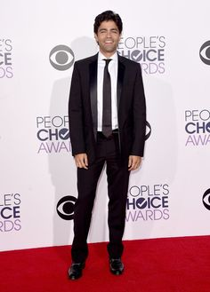 Adrian Grenier suits up for People's Choice Awards on Jan 7, 2015 at Nokia Theatre LA Live