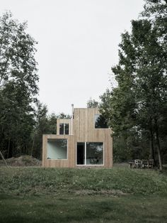 Modern box house outside Frankfurt