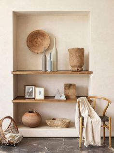 6 Eye-Opening Diy Ideas: Natural Home Decor Modern Shelves natural home decor earth tones living rooms.Natural Home Decor Earth Tones Living Rooms natural home decor ideas.Natural Home Decor Modern Woods. Wabi Sabi, Murs Beiges, Sweet Home, Interior Minimalista, Built In Shelves, Built Ins, Wooden Shelves, Open Shelving, Book Shelves