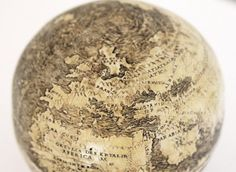 An intricate etching on ostrich eggs joined together could be the oldest globe of the New World. Scientists discover the world's oldest globe of the New World - carved on OSTRICH eggs (and it could have been crafted in Leonardo da Vinci's workshop) Old Maps, Antique Maps, Washington Map, Old Globe, London Map, Ancient Artifacts, Map Art, Archaeology, Old Things