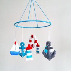 Geschenkidee für frischgebackene Eltern: Maritimes Mobile mit Anker und Leuchtturm / gift idea for parents: nautical mobile with anchor and lighthouse made by Osolka via DaWanda.com