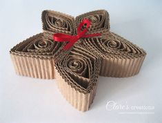 In the Christmas issue (124) of Cardmaking and Papercraft Magazine  (UK) I made some rustic quilled Christmas decorations for the Masterc...