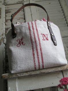 Création © Si un mas m'était conté - Sac Cerceau XL anses cuir { SC.XS-03 } Handmade Handbags, Handmade Bags, Drop Cloth Projects, Embroidery Purse, Striped Bags, Striped Linen, Burlap Canvas, Ticking Fabric, Linen Bag