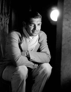 Clark Gable, love this photo of him. (*) Twitter