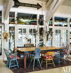 Decorating With Mismatched Dining Room Chairs - decoration,wood,wood working,furniture,decorating Mismatched Dining Room, Rustic Dining Chairs, Wooden Dining Tables, Dining Room Chairs, A Table, Dining Area, Dining Rooms, Porch Table, Sillas Chippendale