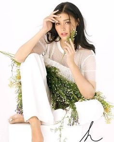 Liza's Portrait for her business venture, Hope Hand and Foot Wellness Most Beautiful Faces, Beautiful Women, Lisa Soberano, Filipina Actress, Celebs, Celebrities, Classic Beauty, Beauty Trends, Pretty Face